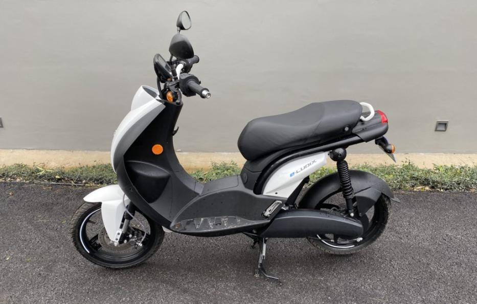 Getting to grips with the Peugeot e-Ludix scooter: the electric 11 scooter for a good start