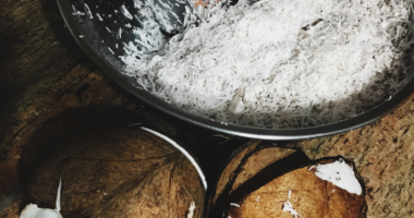HOW TO MAKE YOUR OWN COCONUT OIL – 8 Easy Steps